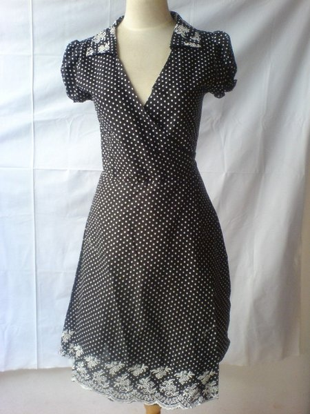 dress-polkadot-hitam.jpg